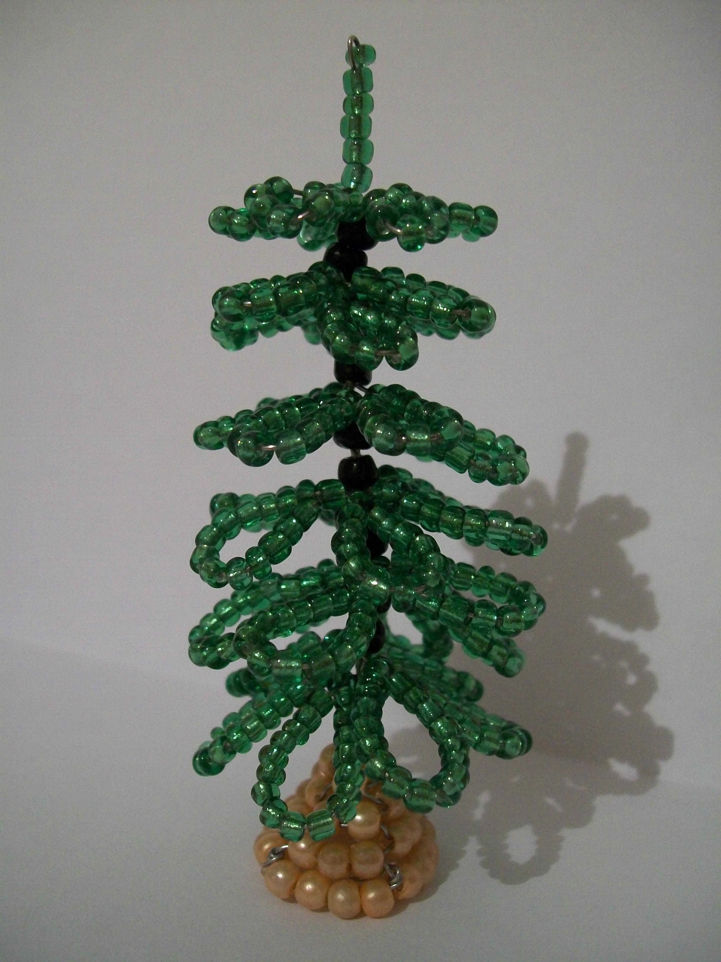 Пошаговое фото плетения елочки из бисера